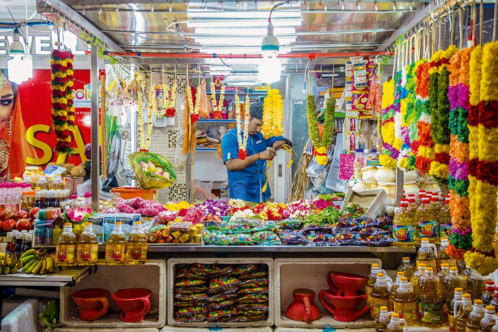 Verkäufer von Blumengirlanden